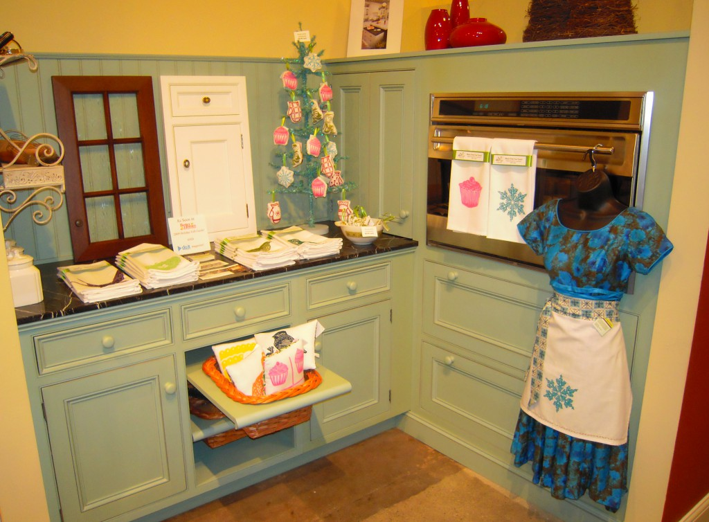Last Thursday Kitchen Design Inc here in Grand Rapids hosted me during the annual Uptown Holiday Shop Hop. It was fun to get out and do an event locally since I'm always on the go to shows elsewhere. I spread out across there showroom but just look at how great artgoodies goes with these great colored cabinets!