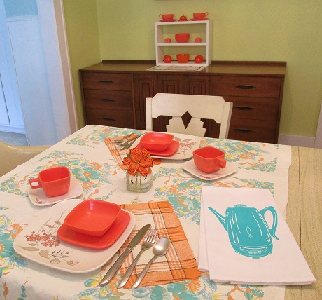 blog color of the month table