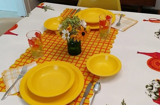august table setting color month