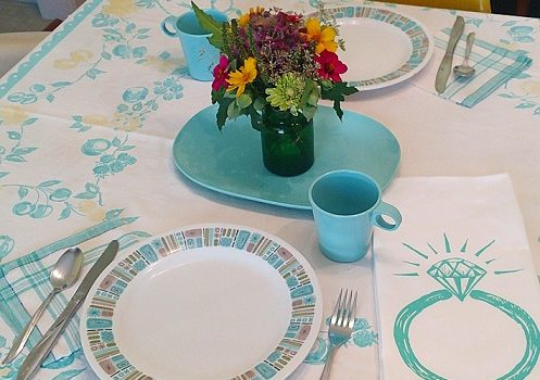 Fave vintage: adorable tablecloth with scallop edge, melmac cups, platter, and these Texasware plates, aqua plaid napkins, and an artgoodies ring tea towel since it's our anniversary month 💍💞 And, of course some flowers from the garden. Shop all my tea towels, link in bio. Plus a set of 7 of these melmac cups in the vintage shop and the plates heading there soon!